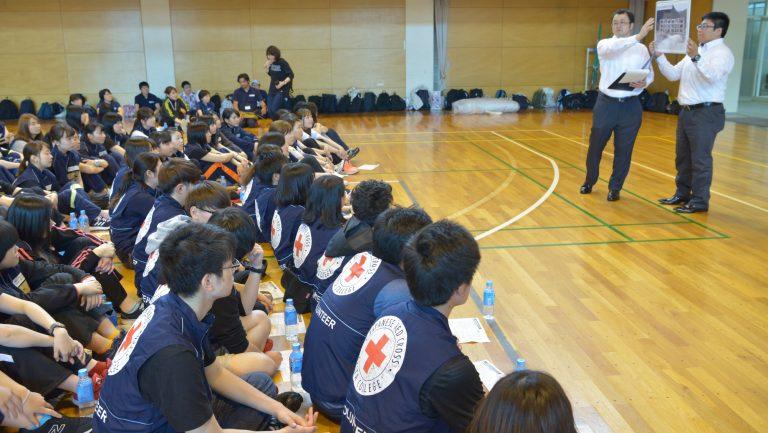 秋田東警察署による市民防災講義の様子。
